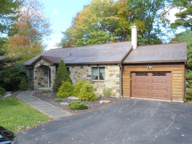 105 WOLF HOLLOW ROAD, Lake Harmony, PA 18624