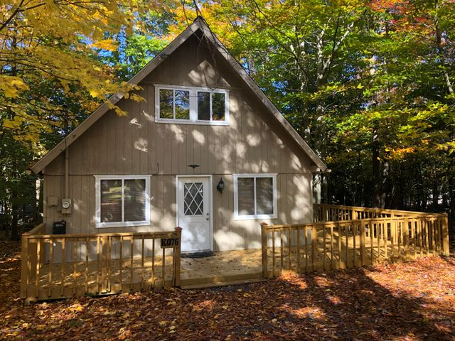 1717 ROLLING HILLS DR, Tobyhanna, PA 18466