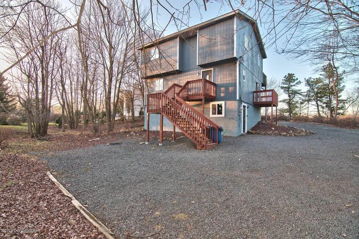 1439 Glade Dr, Long Pond, PA 18334