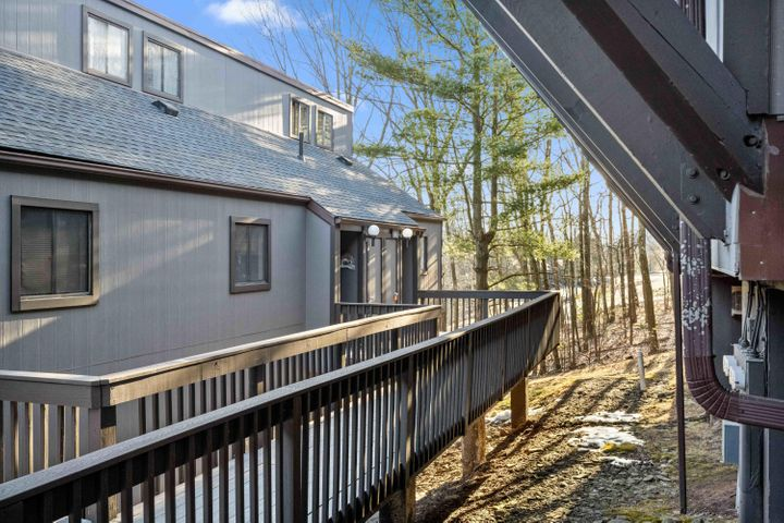 4 Middle Village Way, Tannersville, PA 18372