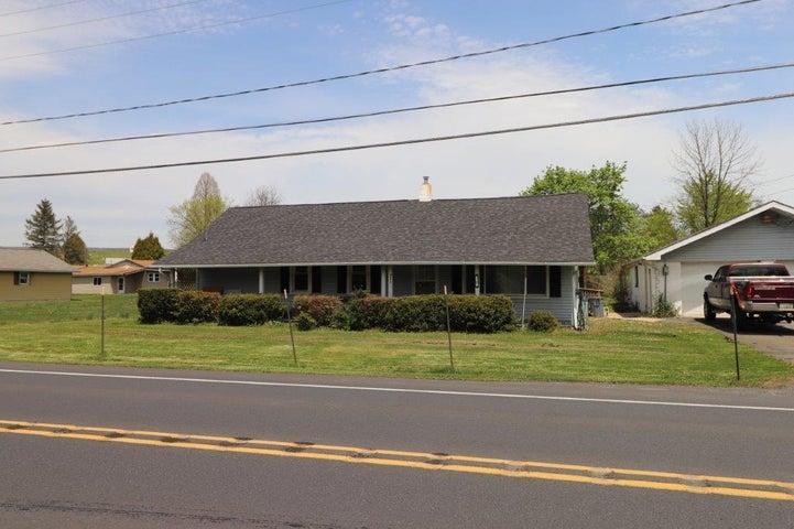 4416 Lehigh Dr, Walnutport, PA 18088