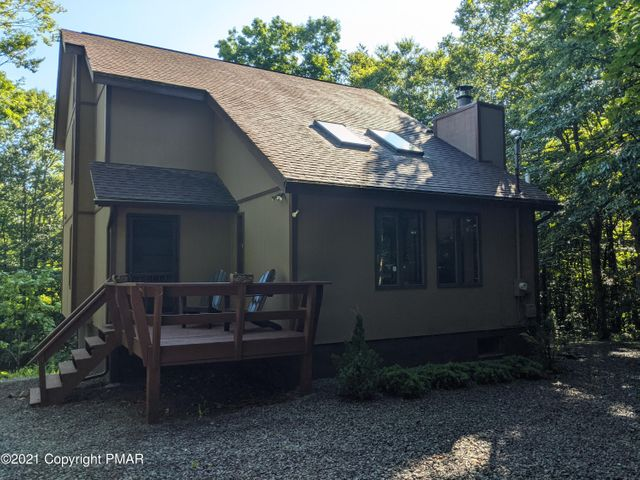 23 State Park Dr, Gouldsboro, PA 18424