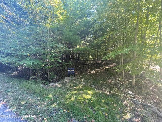24 Pinetree Ln, Kunkletown, PA 18058