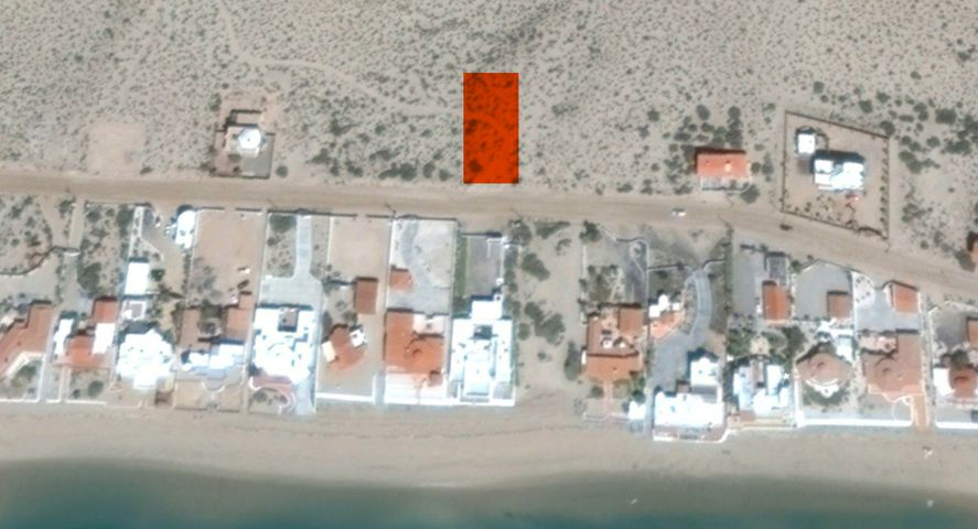 Facing the Beach, with Ocean Views, close access point & on the main road