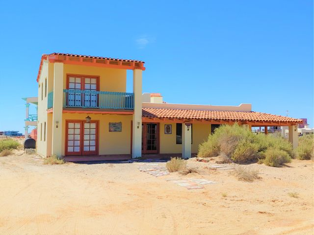 This home is located between the Sea Of Cortez and the Estuary