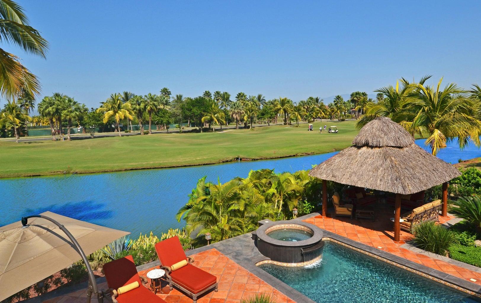 Backyard Lake & Golf Course View