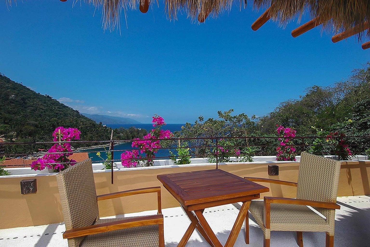 1-casa-castelli-masterbedroom-terrace