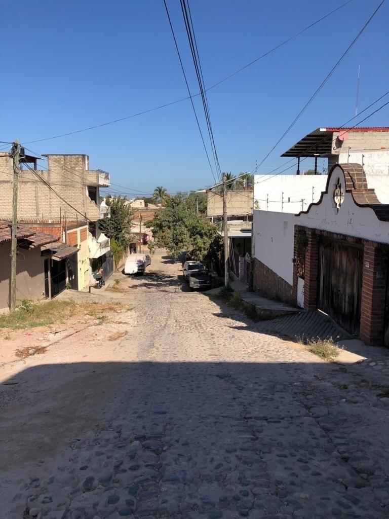 Acceso empedrado al dar vuelta por calle Alameda hacia calle Juarez