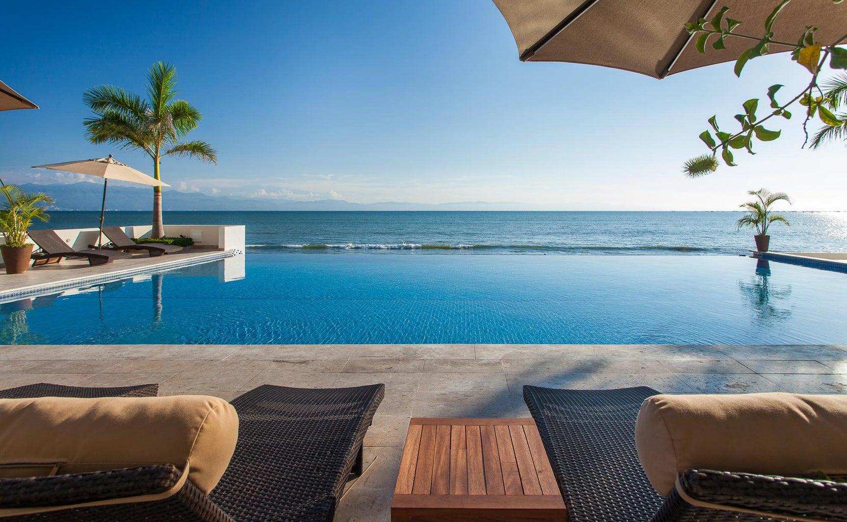 Pool/ ocean view