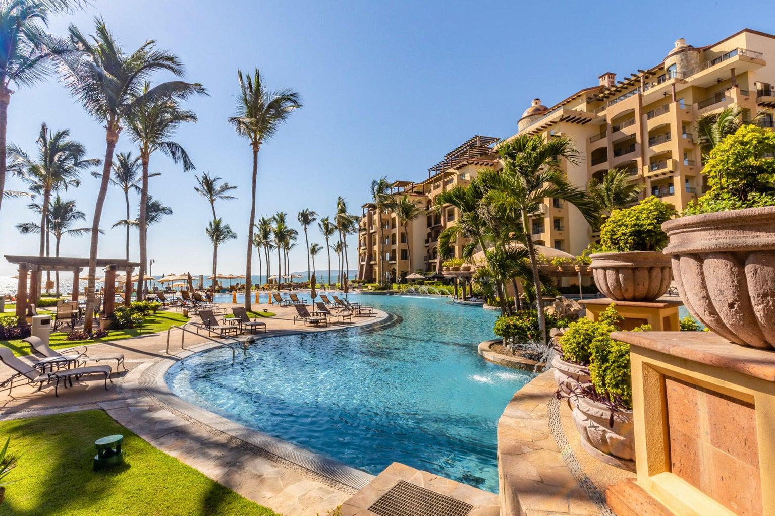 1-villa-la-estancia-1202-condo-resort