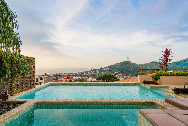 Villa Zen Palacio View from pool