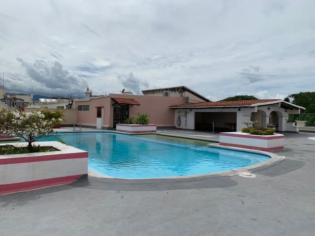 swiimin pool plaza marina