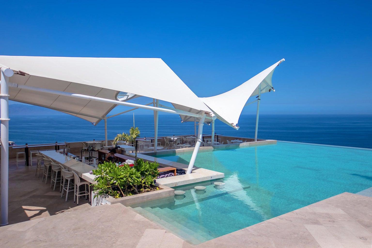 bar, kitchen and swim up bar on terrace