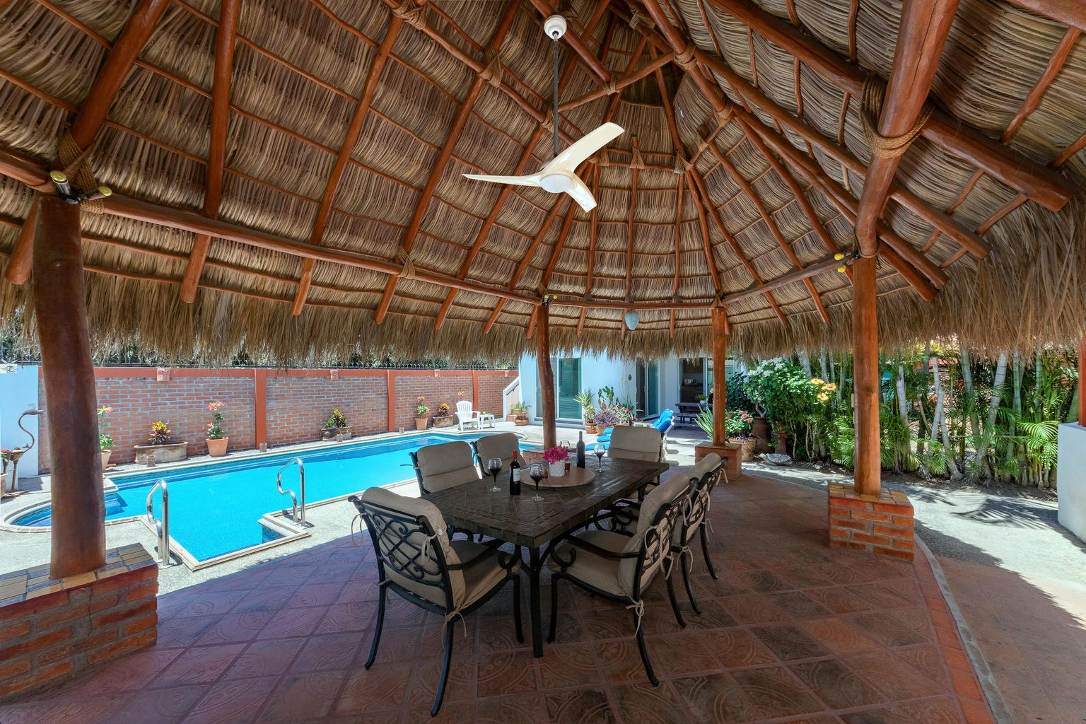 Under the gorgeous palapa