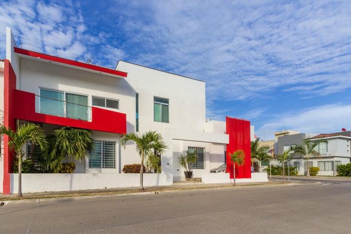 183 Lago Superior, Casa Maria Cristina, Puerto Vallarta, JA