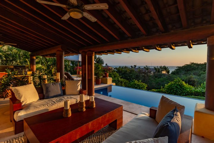 FOUR SEASONS PRIVATE VILLA 37