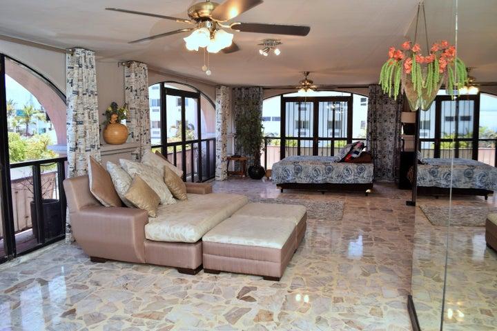 S/N Plaza Marina D-15, Plaza Marina Studio 15, Puerto Vallarta, JA