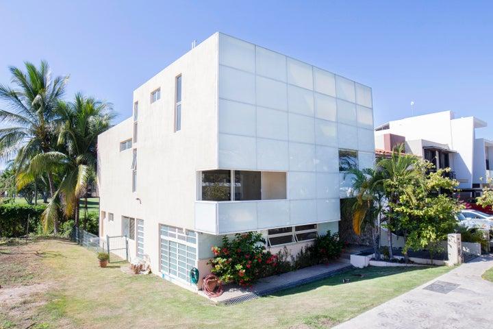 191 Calle Albatros, Yubarta, Puerto Vallarta, JA