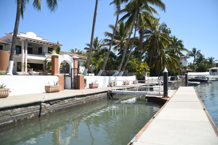 100 feet of premium boat dock with water and electric connections w/boat launch ramp.