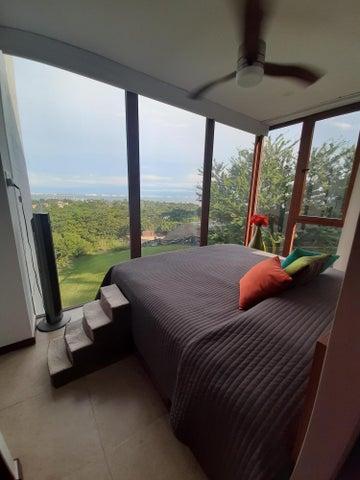 """Lovely custom corner master bedroom """"Breakfast in bed"""" unobstructive view!"""