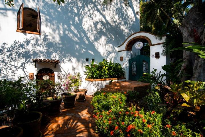 203 Francisca Rodriguez Mangos #6, Selva Romantica