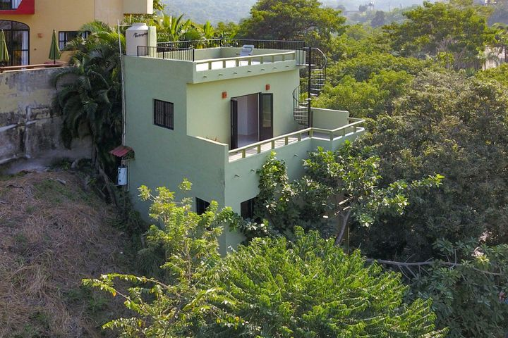 48 Calle Valadao, Casa Iguana