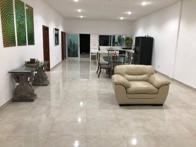 63 Dorado, Casa Dorada