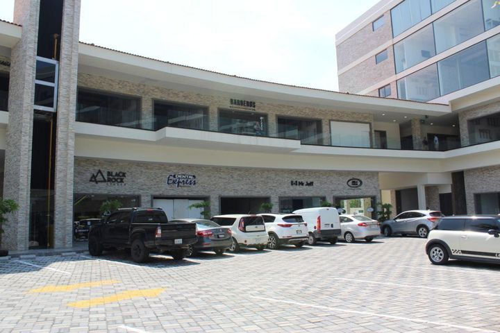 Av. Francisco Villa Local 41, Local Comercial Parota Center