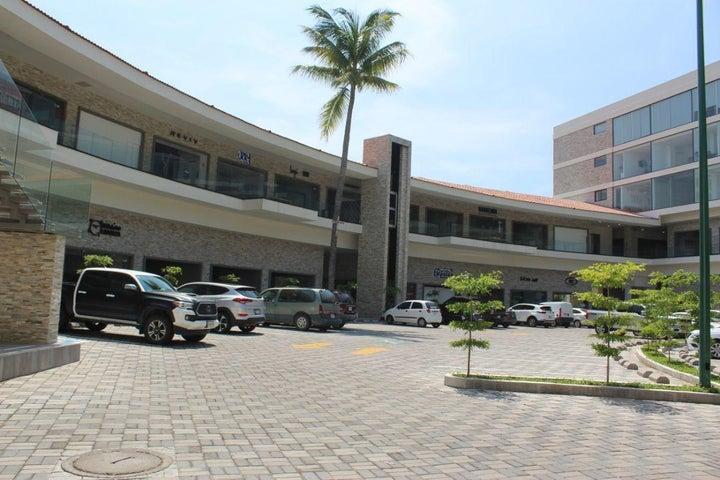 Av. Francisco Villa Local 43, Local Comercial Parota Center
