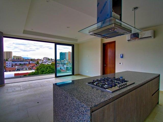166 Viena St 403, Punto Madeira Condominiums