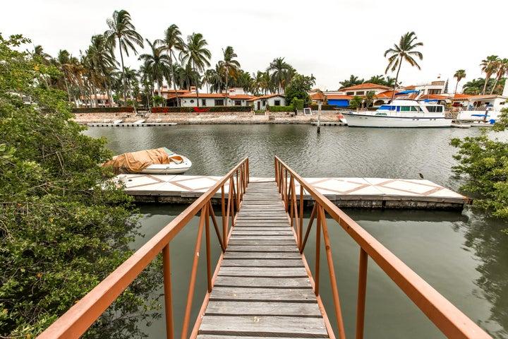 11 Retorno Las Mariposas, Isla Capitan
