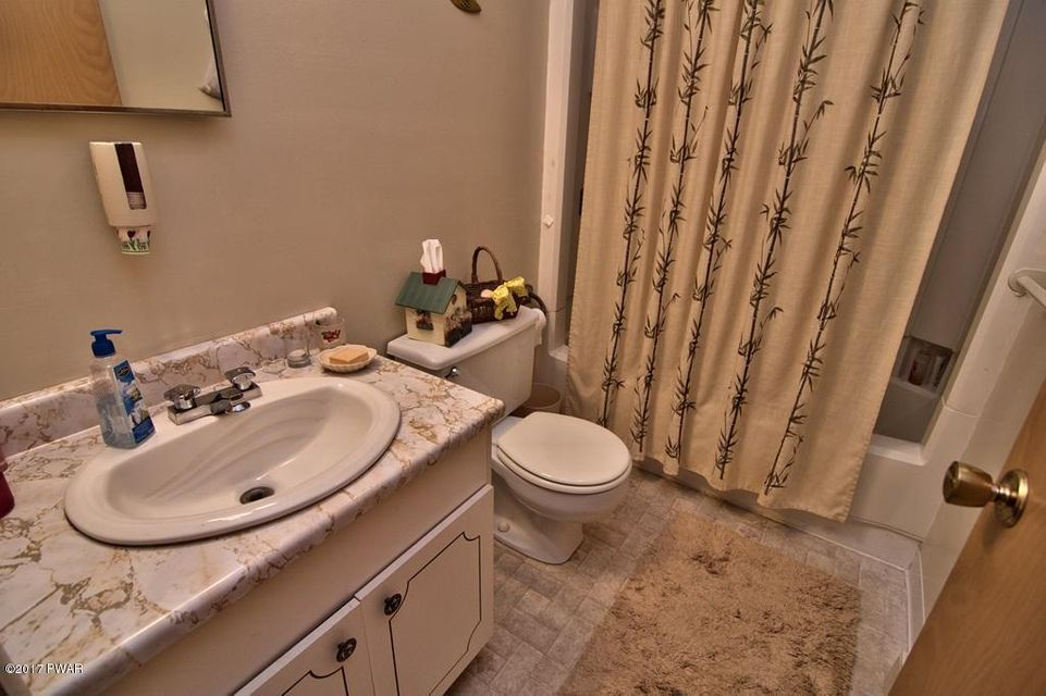 4216 Chestnuthill Dr Lake Ariel, PA 18436 - MLS #: 18-123