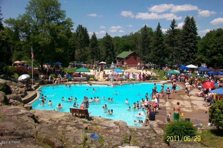 1042 Rolling Hills Dr Lake Ariel, PA 18436 - MLS #: 18-632