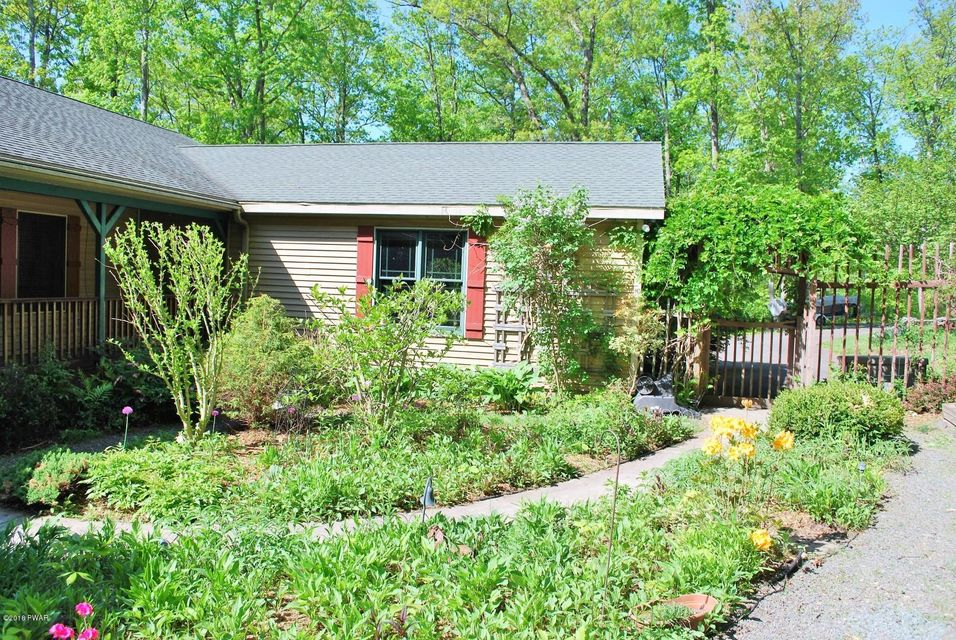 56 Beverly Dr Lakeville, PA 18438 - MLS #: 18-1374