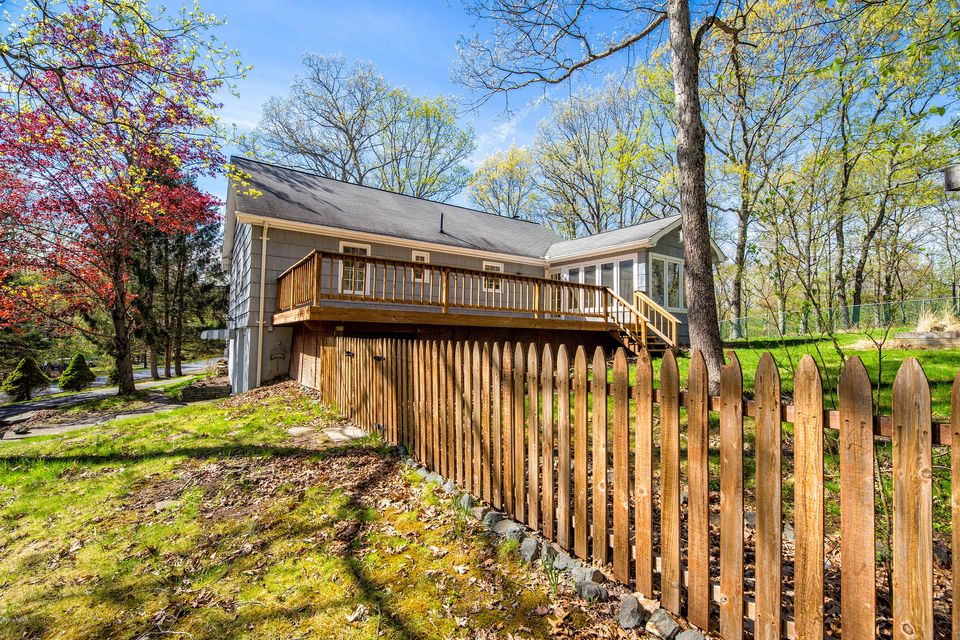 217 Upper Lakeview Dr Hawley, PA 18428 - MLS #: 18-1518