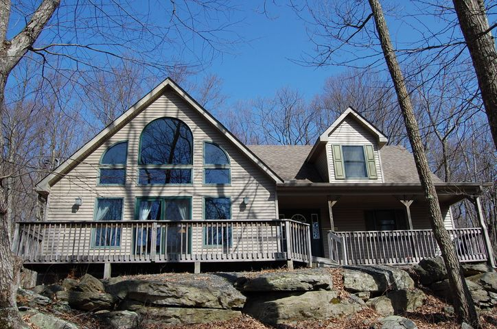 105 Canyon Drive, Lords Valley, PA 18428