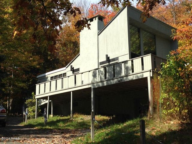 200 Waterview Dr, Lords Valley, PA 18428