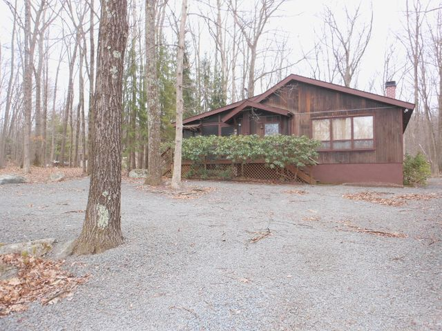 804 & 806 Forest Pl, Lords Valley, PA 18428
