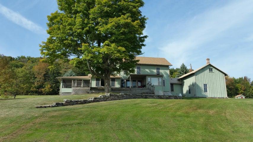 72 Valley Ridge Rd, Honesdale, PA 18431