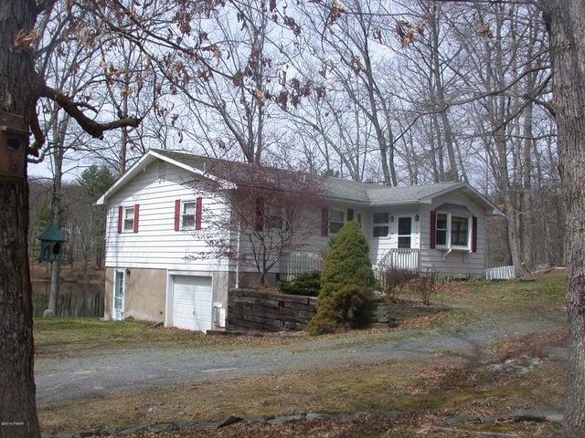 25 Lakefront Dr, Hawley, PA 18428