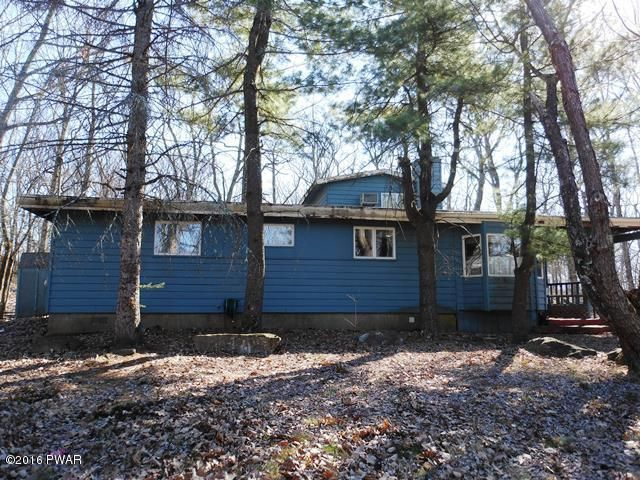 135 Long Ridge Dr, Lords Valley, PA 18428