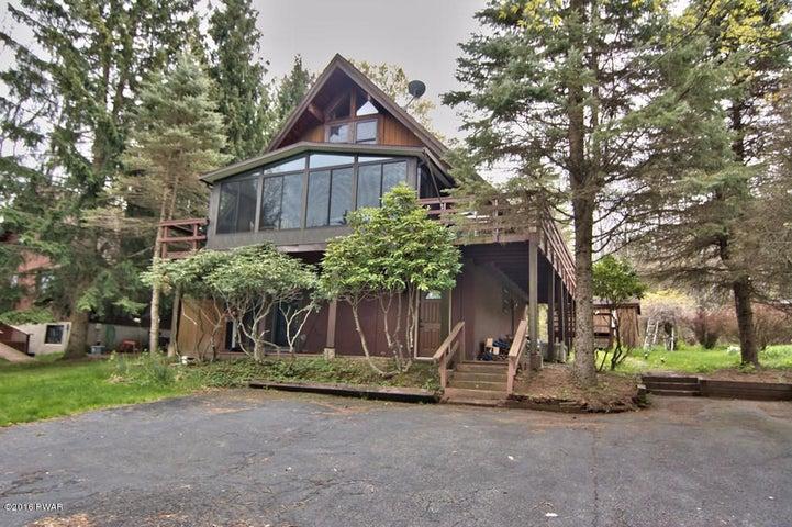 1008 Forest Rd, Lake Ariel, PA 18436
