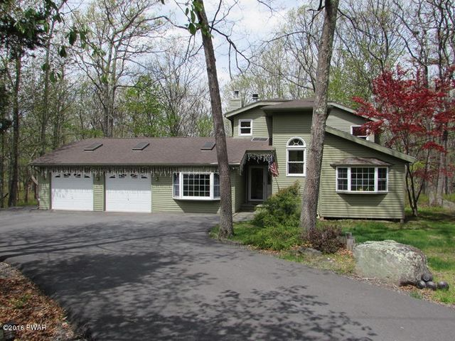 107 Stallion Dr, Lords Valley, PA 18428