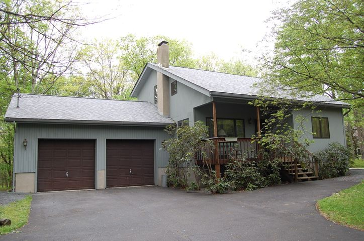 216 Canterbrook Dr, Lords Valley, PA 18428