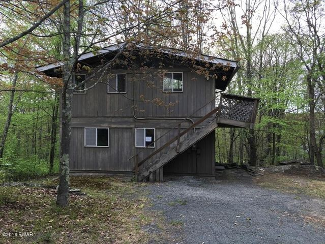 129 LOOKOUT Dr, Hawley, PA 18428