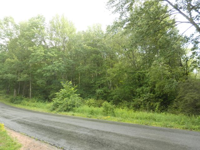 15 Bayly Rd, Honesdale, PA 18431