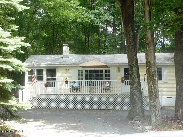 802 Pony Ct, Lords Valley, PA 18428