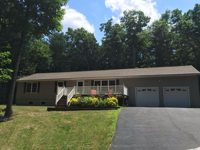 Immaculate high-tech ranch - Minutes to Lake Wallenpaupack.