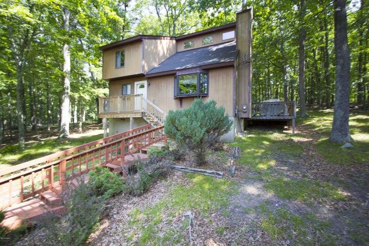 131 Forest Ridge Dr, Hawley, PA 18428