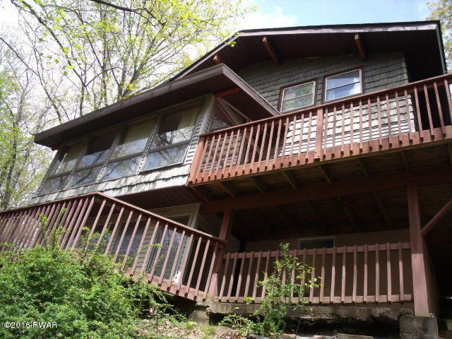 114 Ridgeway Dr, Lords Valley, PA 18428